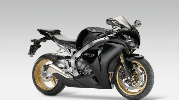 Honda CBR1000RR Fireblade: Your New Favorite Bike